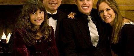 John Travolta yine baba oluyor