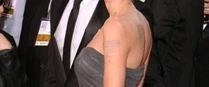 Jolie, Pitt'i bakıcıyla yakaladı