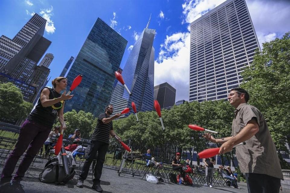 Jonglörler New York sokaklarında