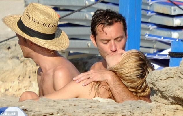 Jude Law ve Sienna Miller ilk kez bu kadar yakın