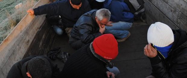 Kaçakları tarım işçisi kılığına soktular