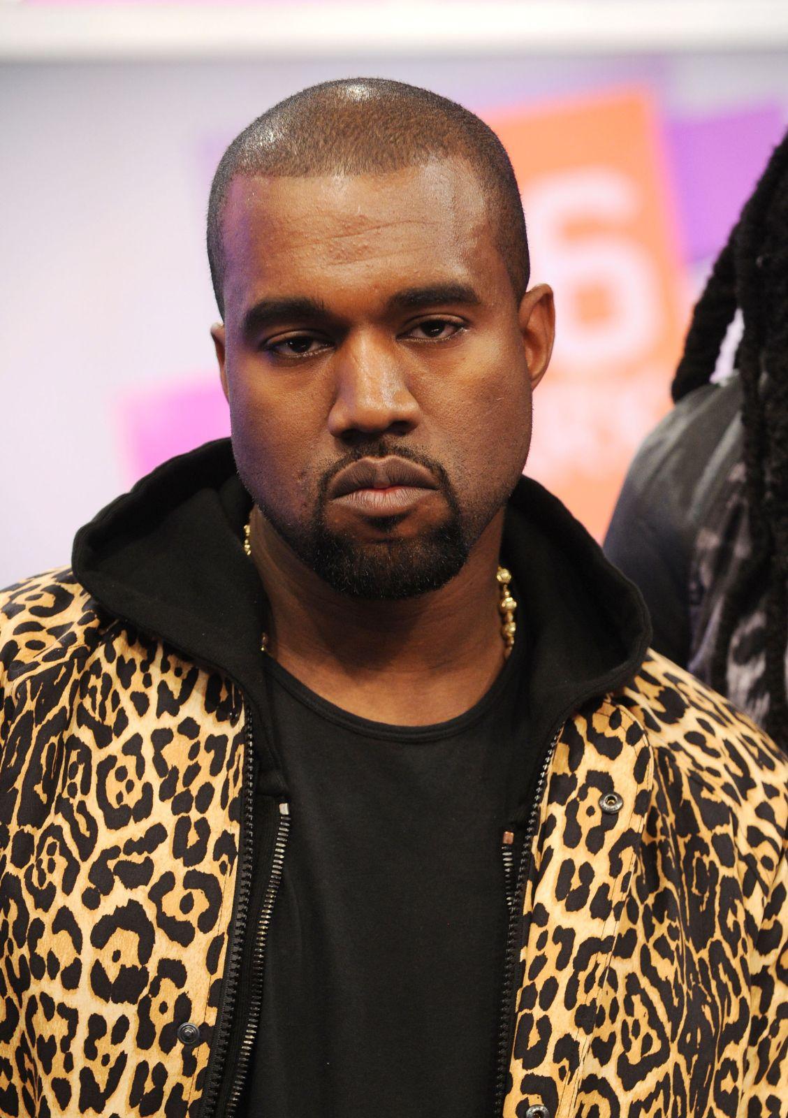 Ünlü şarkıcı Kanye West ismini değiştirdi