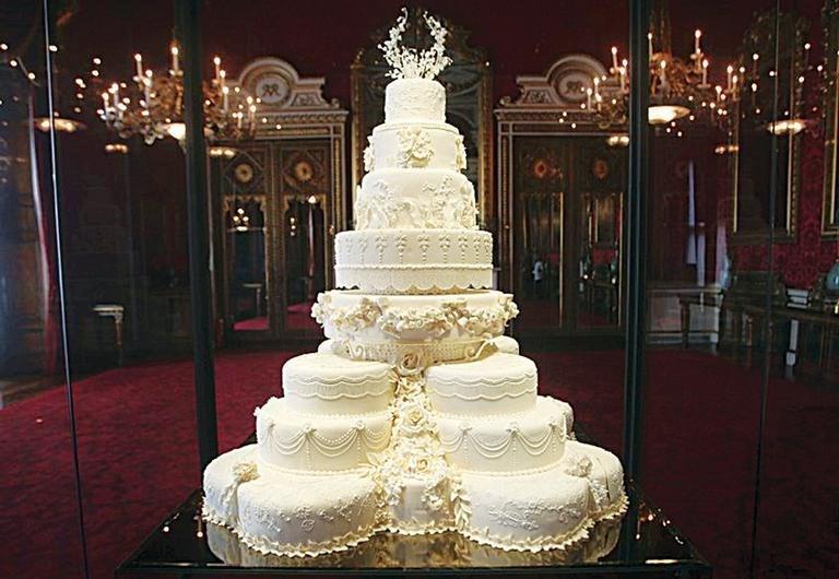 Kate ile William'ın düğünündeki dev pastanın bir dilimi yıllar sonra alıcı buldu.