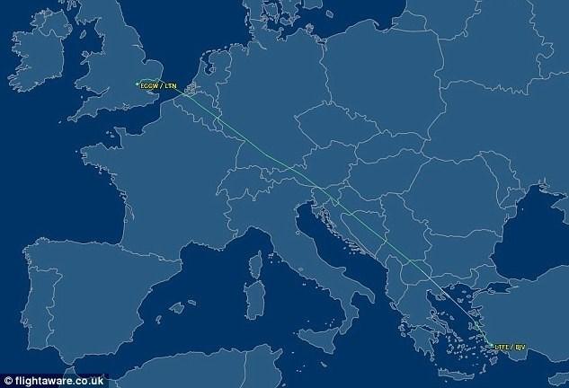 Moss, Bodrum'dan Londra'nın Gatwick havaalanına direkt uçuşu bulunan 'ucuz havayolu şirketi Easyjet'i tercih etti.