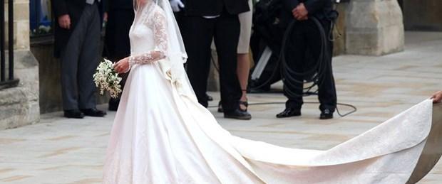 Kate'in gelinliği Buckingham Sarayı'nda sergide