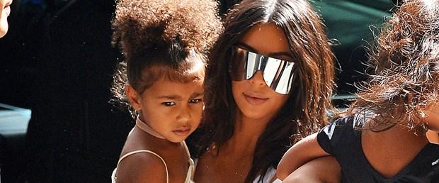 FFN_INI_Kardashian_Kim_090216_52162624.jpg