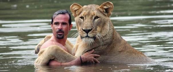 Kimse aslanlarla bu kadar samimi olmadı