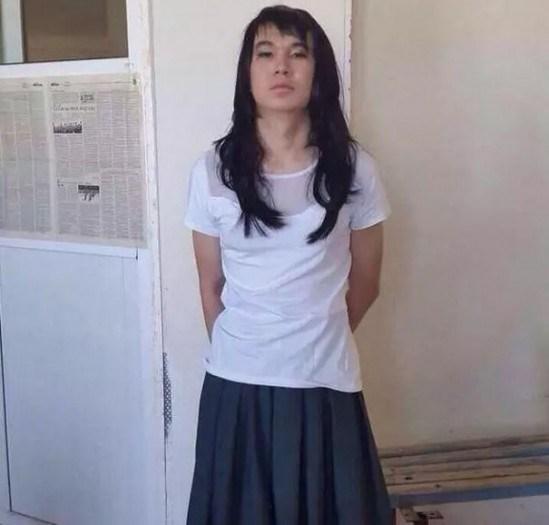 20 yaşındaki Kazak genç sınava 17 yaşındaki sevgilisi gibi girmeye çalıştı.