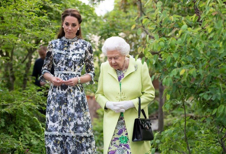 Kraliçe 2'nci Elizabeth'ten tamirciye çay ikramı