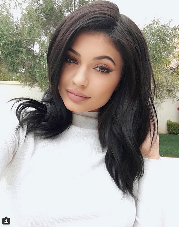 Kim Kardashian'ın üvey kardeşi Kylie Jenner'ın Twitter'da 16 milyon takipçisi var.