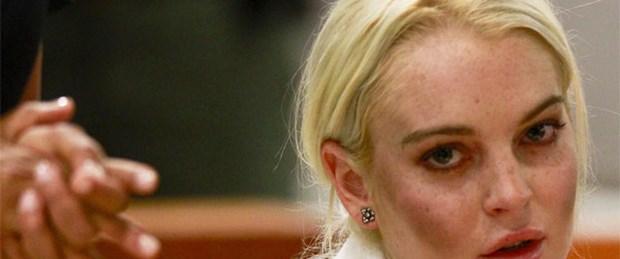 Lindsay Lohan trafik kazası geçirdi