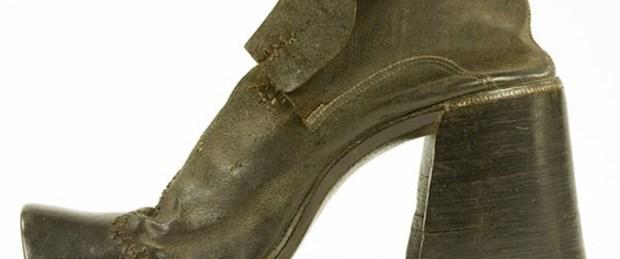 Maço erkekler topuklu ayakkabı giyer