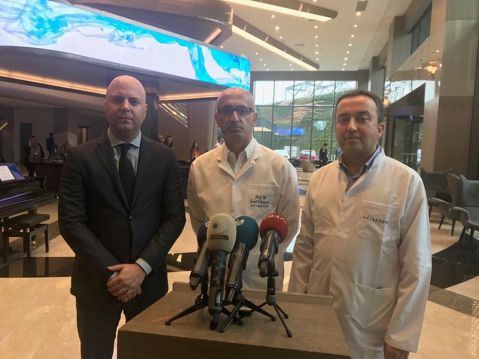 Göğüs Cerrahisi Uzmanı Prof. Dr. Semih Halezeroğlu ve Başhekim Yardımcısı Dr. Tarkan İkizoğlu