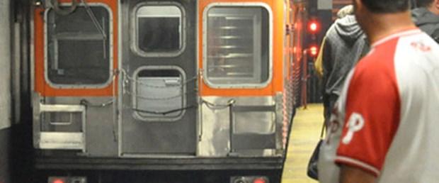Metro vagonunda doğum yaptı