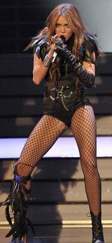 Miley Cyrus'tan lezbiyen öpücük