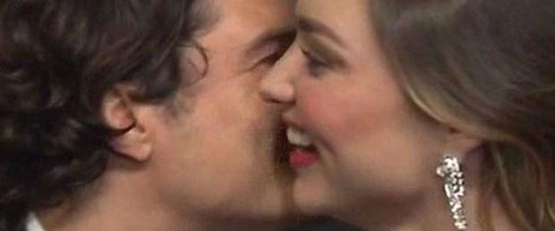 Miranda Kerr'e eski eşinden sürpriz öpücük