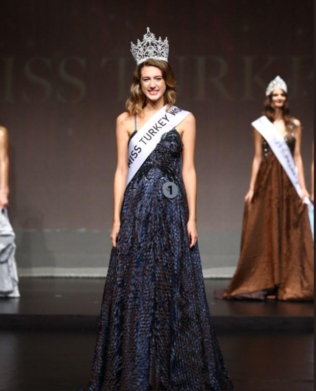 Miss Turkey 2017 birincisi Itır Esen'in tacı geri alındı