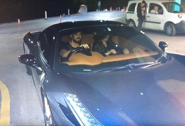 Murat Boz ve Aslı Enver'den Ferrari ile hastane ziyareti (Ünlüler ve otomobilleri)