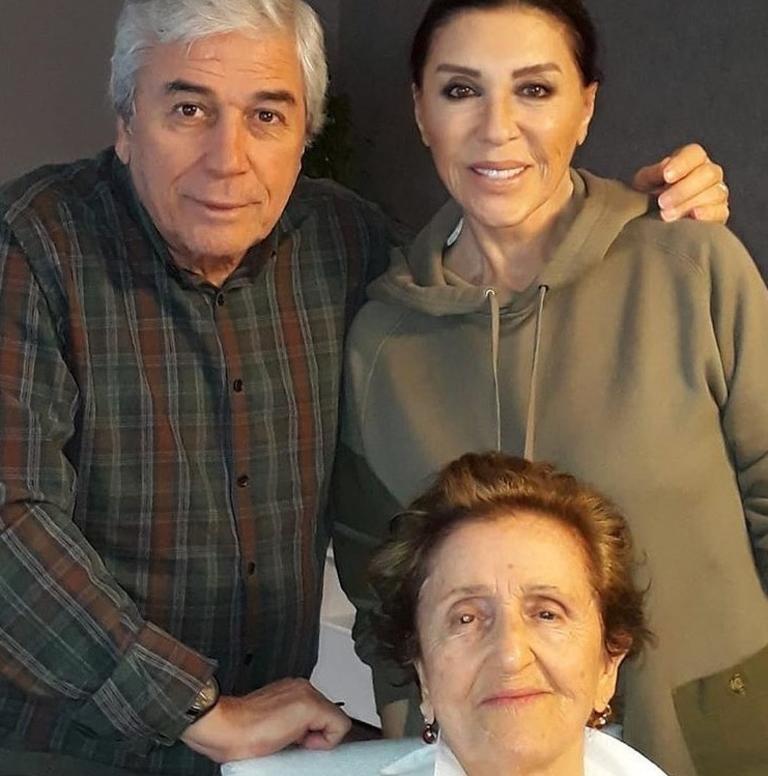 Nebahat Çehrenin annesi vefat etti