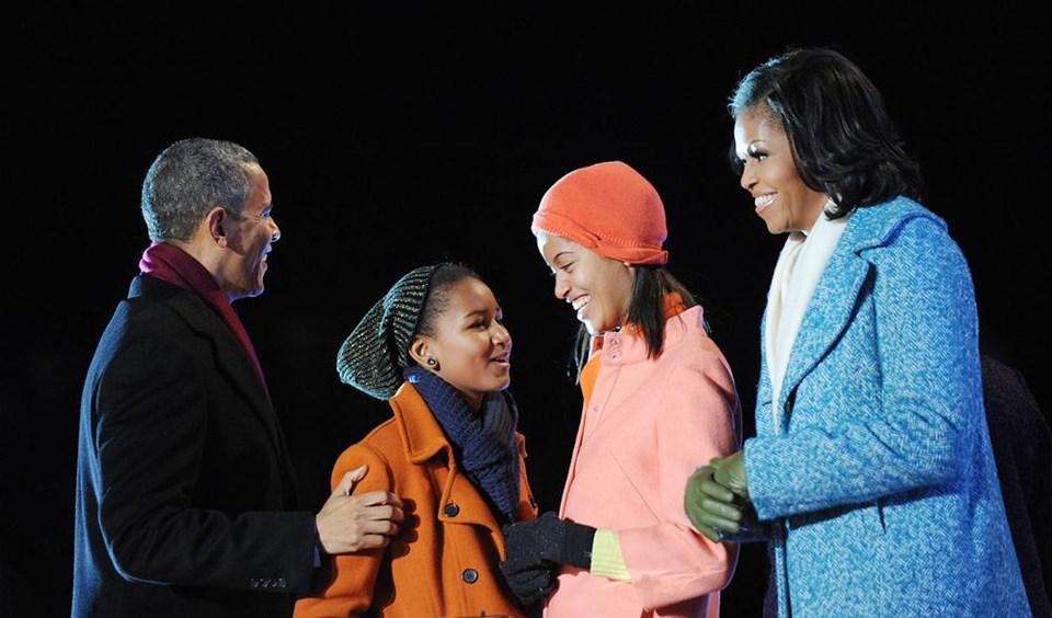 Obama Ailesi ışıkları yaktı