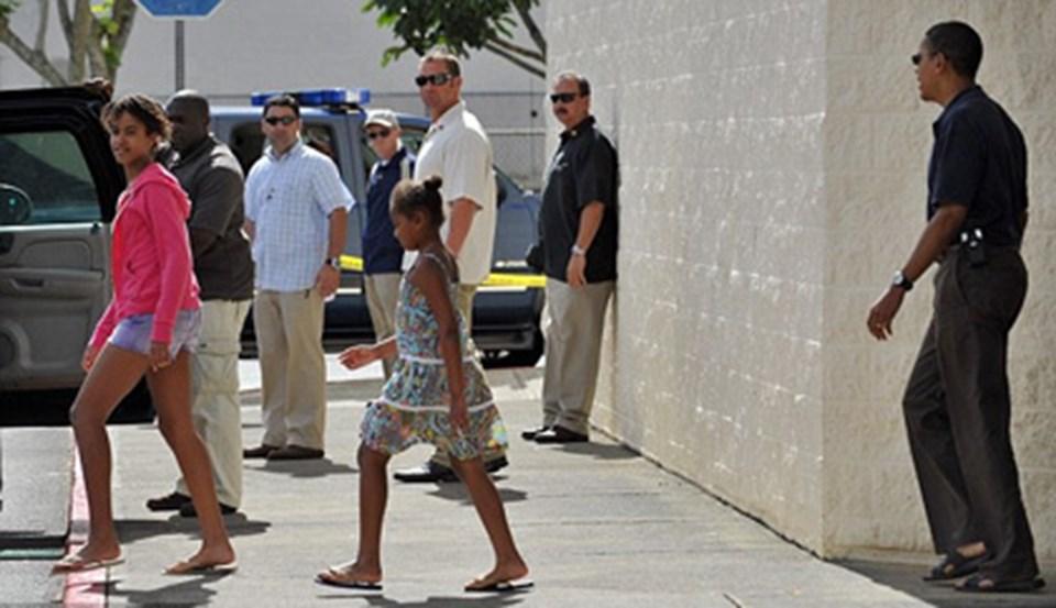 Obamalar Avatar'ı izledikten sonra sinemadan ayrılıyor.