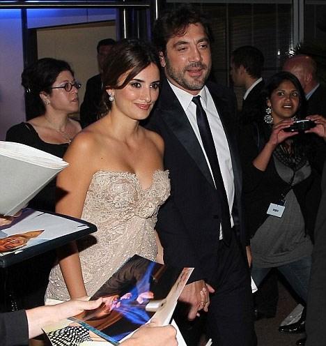 """Bardem, Coen Kardeşler'in """"No Country for Old Men"""" filmiyle 2008 yılında en iyi yardımcı erkek oyuncu dalında, Cruz da Woody Allen'ın """"Vicky, Cristina, Barcelona"""" filmindeki performansıyla Oscar almıştı."""