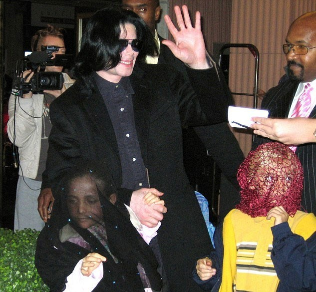 Jackson, bir dönem çocuklarının yüzünün görüntülenmemesi için büyük savaş vermişti.