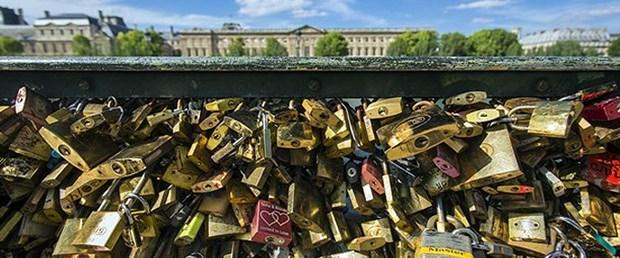 paris-aşk-kilitleri.jpg