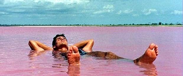 Pembe Göl kimseyi boğmuyor