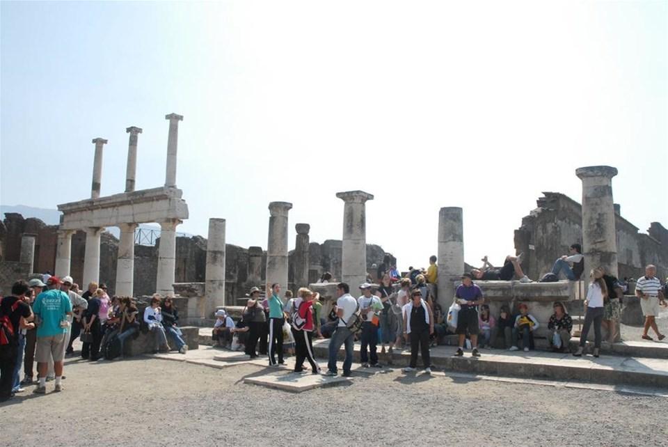 Pompei'de 'yolsuzluğa' ev hapsi