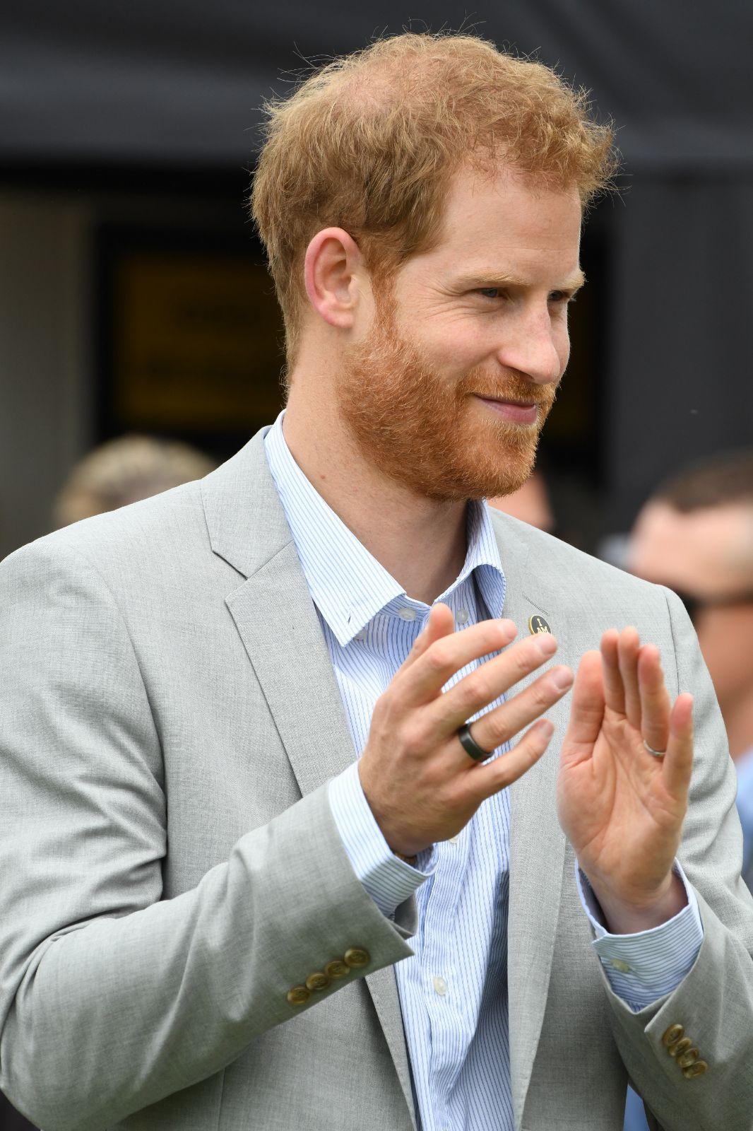 Prens Harry'nin parmağındaki yüzüğün sırrı