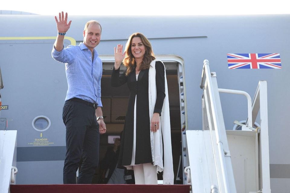 Prens William ile Kate Middleton'un uçak yolculuğu bekledikleri gibi geçmedi