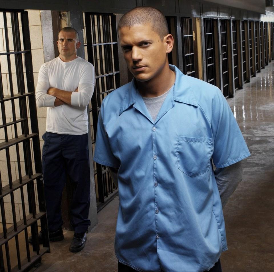 Dört sezon boyunca yayınlanan dizi, suçsuz yere mahkum edilen Lincoln Burrows'ün kardeşi Michael Scofield tarafından hapisten kaçırılmaya çalışmasını konu alıyordu.
