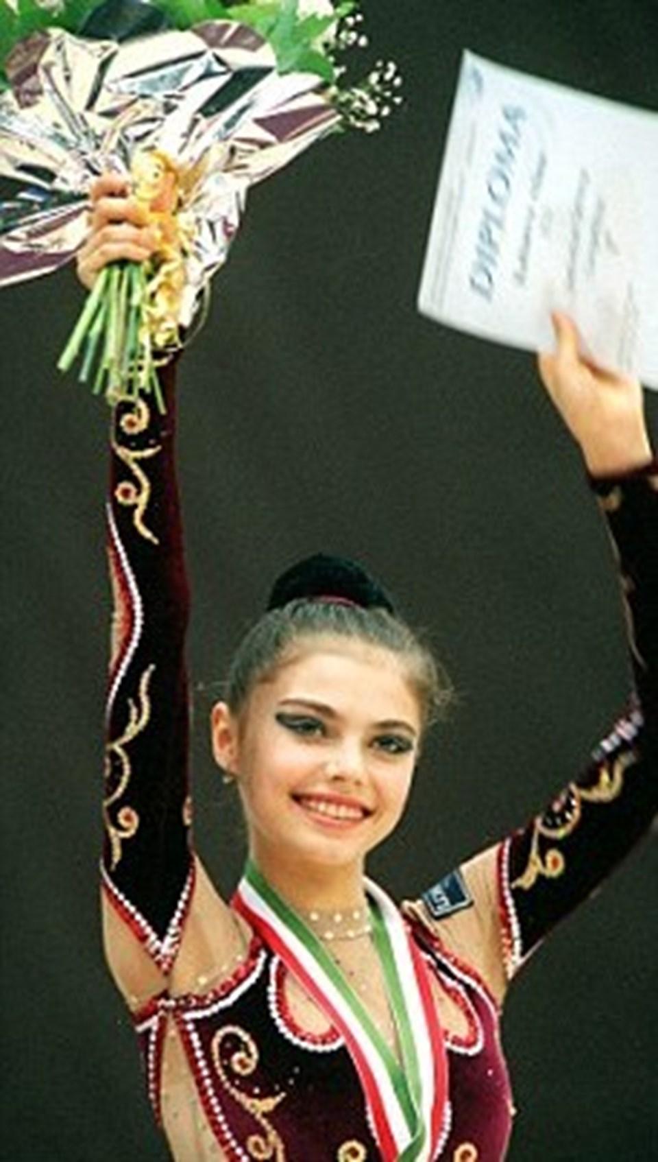 Kabayeva onlarca madalyasıyla bir milli kahraman olarak görülüyor.