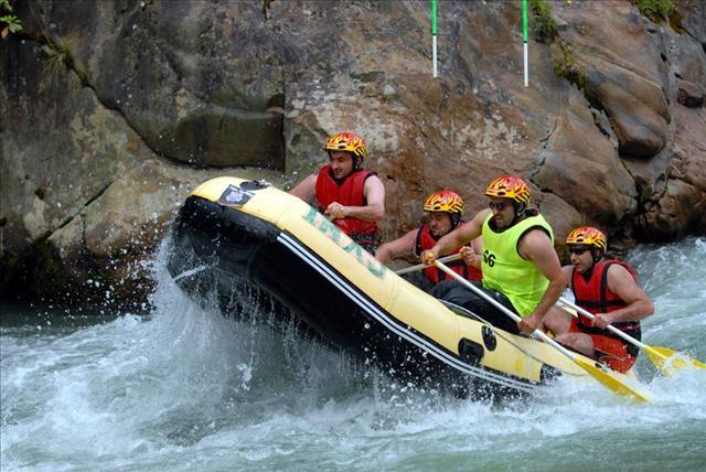 Rafting heyecanı ambulansta bitti