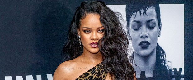 Rihanna yeni kitabı The Rihanna Book'u tanıttı