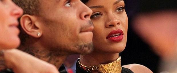 Rihanna'dan Chris'e kolyeli mesaj