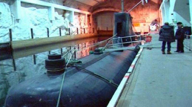 Satılık denizaltı üssü