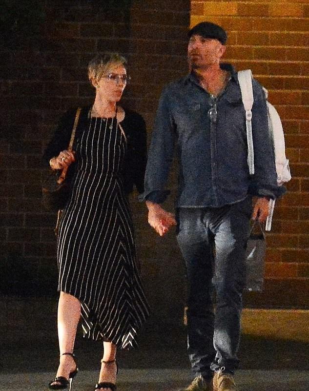 Scarlett Johansson, geçtiğimiz ay, ünlülerin avukatlığını yapan Kevin Yorn ile el ele görüntülendi.
