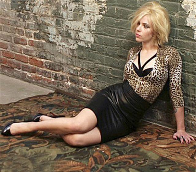 Scarlett Johansson yeni saçıyla