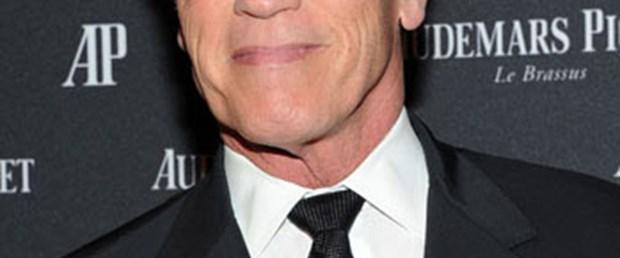 Schwarzenegger dergiciliğe geri döndü