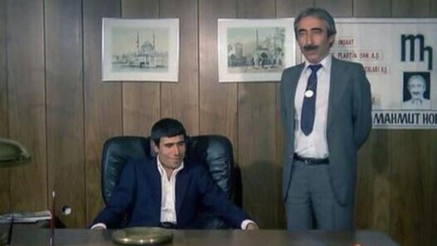 Şener Şen, Turgul'un yazıp Ertem Eğilmez'in yönettiği Banker Bilo'da İlyas Salman ile başrolü paylaşmıştı.