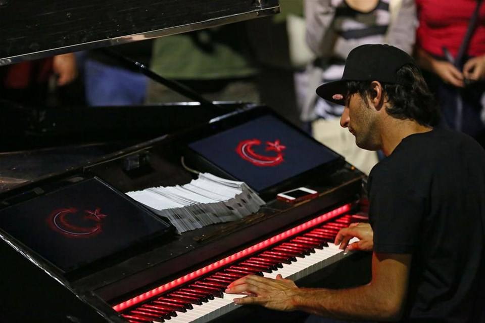 Taksim piyanistinden Soma konseri