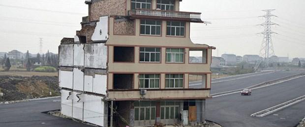 Taşınmayı reddeden çifte otoyol manzaralı ev