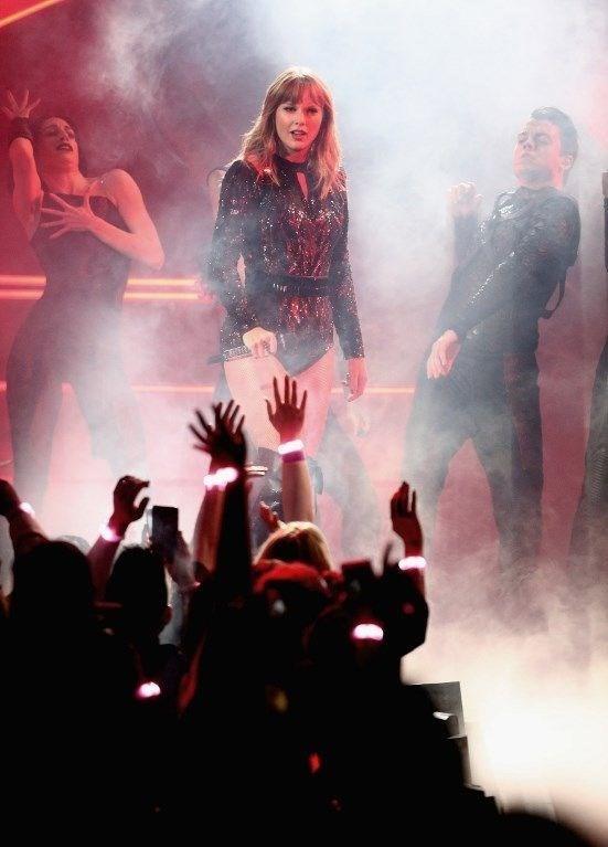 Swift'in satış rekonu kıran Reputation'ı Billboard'da 2018'in en iyi albümü seçildi.