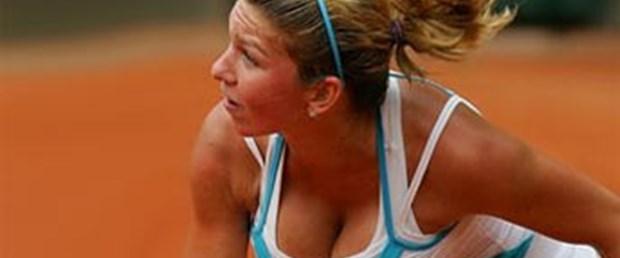Tenis için göğüslerini küçültecek