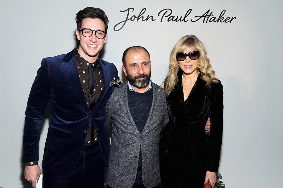 Jean Paul Ataker markasını kuran Numan Ataker (ortada), Trump'ın eski eşiMarla Maples ile birlikte.