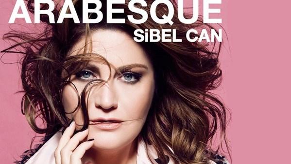 """Sibel Can'ın """"Arabesque"""" albümünde çoğunluğunu İbrahim Tatlıses'le özdeşleşen 13 Burhan Bayar bestesi yer alıyor."""