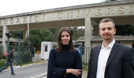 """Ece Ercel ve Timur Tiryaki """"Bu proje ile ilgili hayalimiz, bazı öğrencilerin hayatını gerçekten sosyal girişmcilikten kazanması"""" diyor."""
