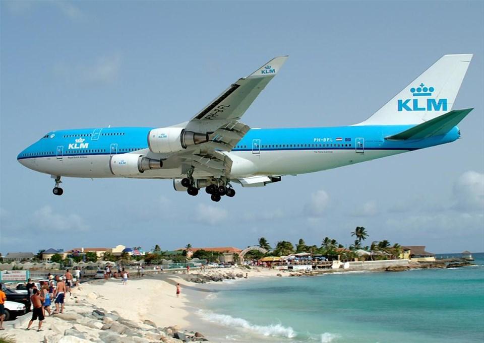 Uçakların gölgesinde tatil